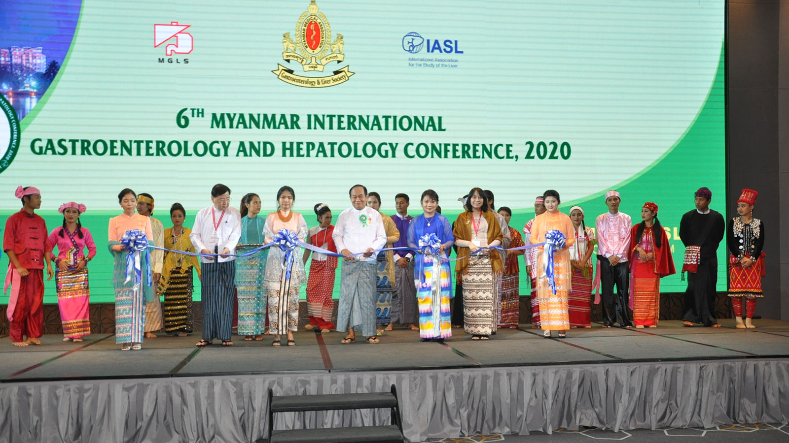 Union Minister Dr Myint Htwe and officials open the 6th Myanmar International Gastroenterology and Hepatology Conference, 2020 in Yangon yesterday. Photo: MNA