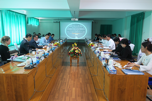 Officials from Social Security Board and International Labour Organization hold a meeting in Nay Pyi Taw yesterday. Photo: MNA