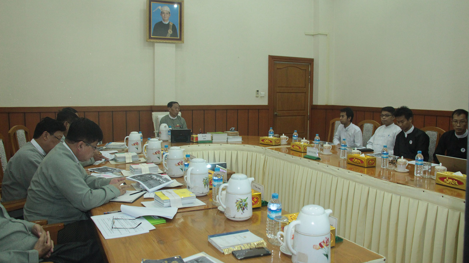 Union Election Commission Chairman U Hla Thein holds talk with the delegates of Myanmar Network Organization for Free and Fair Elections.Photo: MNA