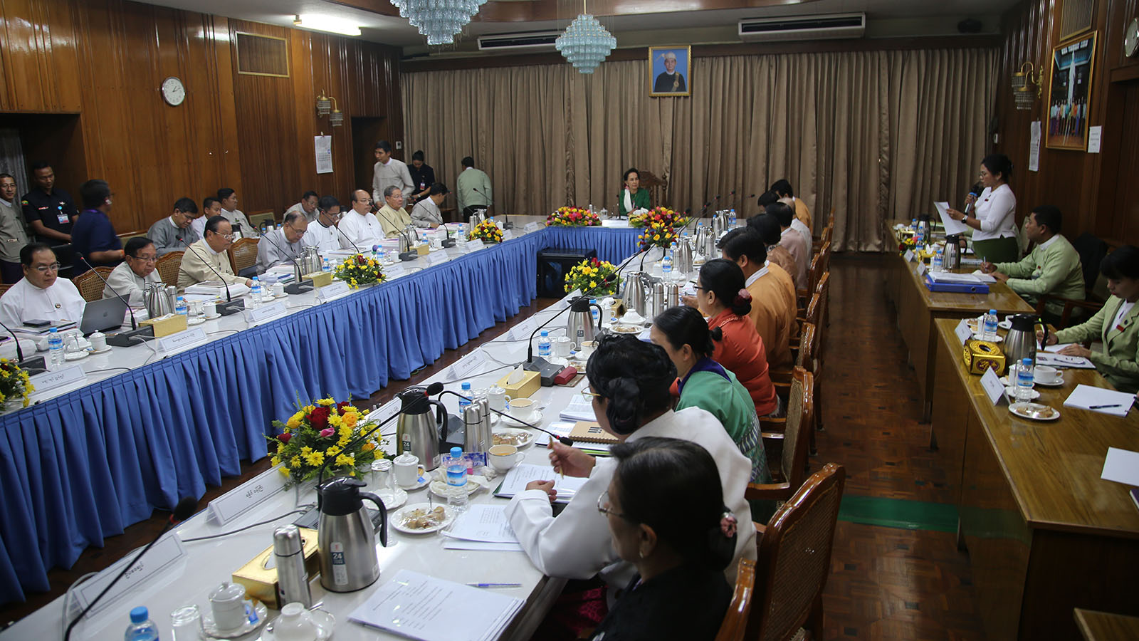 State Councellor Daw Aung San Suu Kyi meets with members of the Yangon Region Government.  Photo: MNA