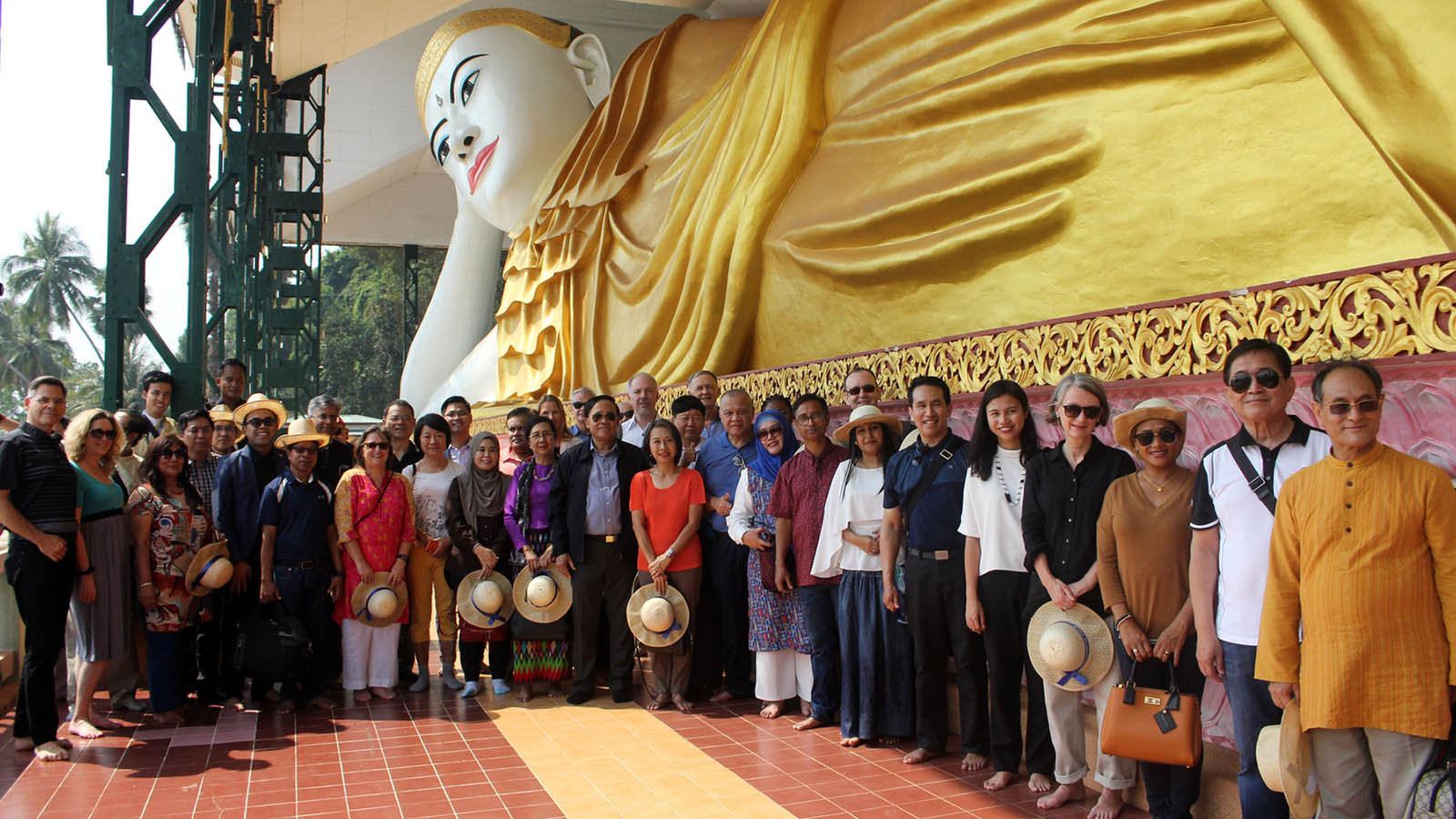 Union Minister U Kyaw Tin, diplomats and their family members pose for a group photo at the Atu Lan Thi Shwe Thar Lyaung Pagoda on Pa Htet Island. Photo: MNA