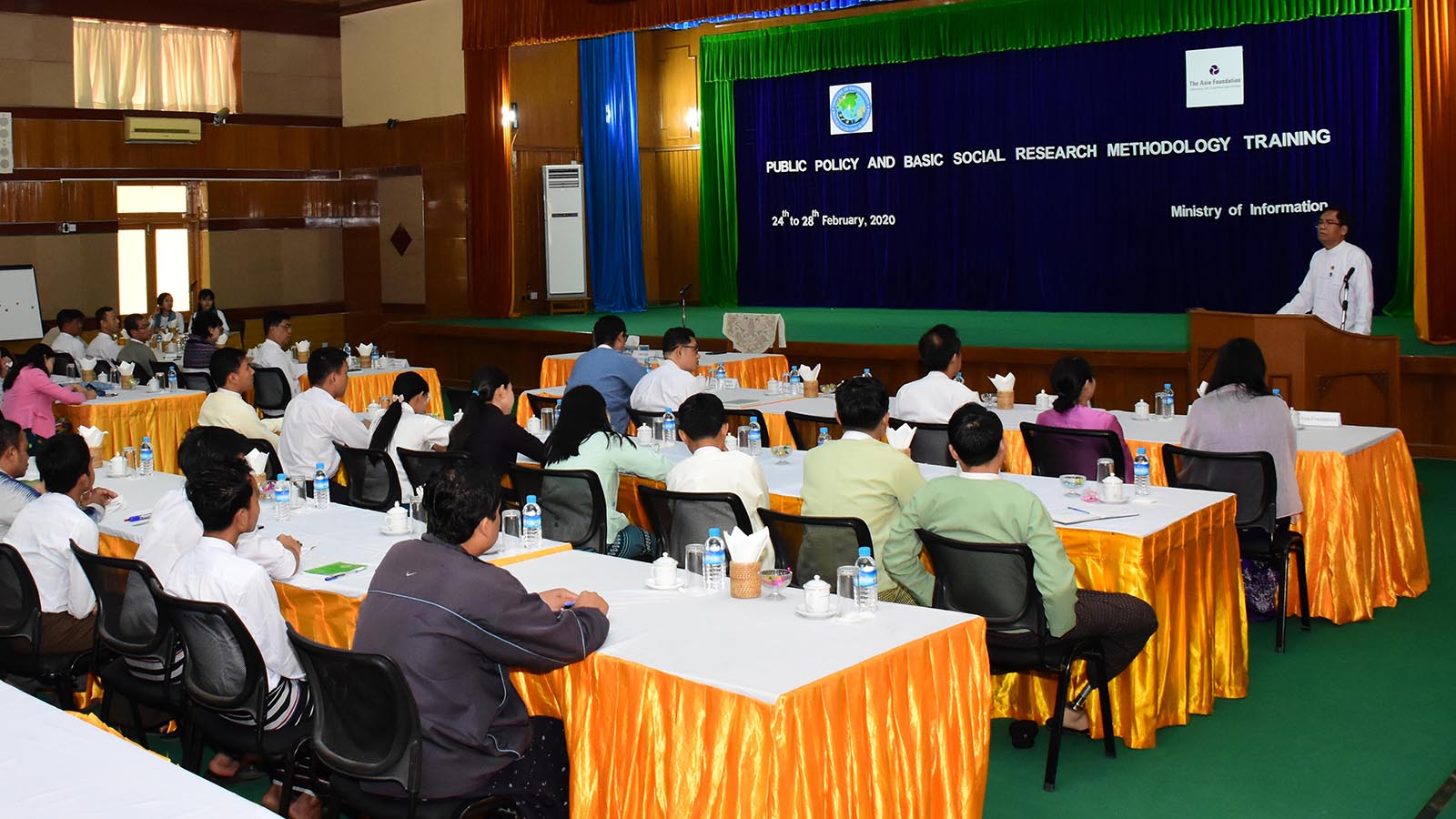 Deputy Minister U Aung Hla Tun delivers the speech at the event to conduct the Public Policy and Basic Social Research Methodology Training in Nay Pyi Taw yesterday.Photo: MNA