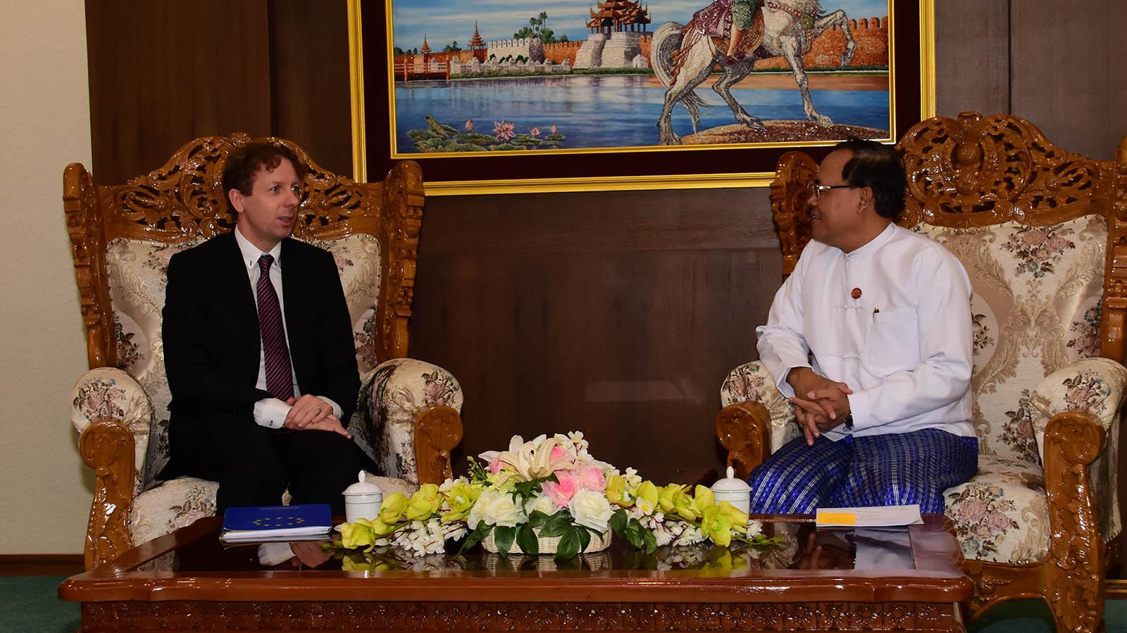 Union Minister U Kyaw Tin holds talk with Ambassador of the European Union to ASEAN in Jarkarta, Mr Igor Driesmans in Nay Pyi Taw yesterday.Photo: MNA