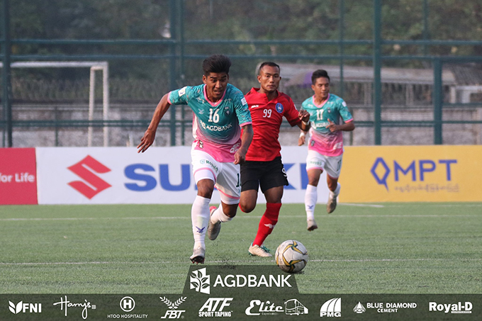 Yangon United's Zin Min Tun carries the ball during the match against ISPE FC at Yangon United Sports Complex yesterday.Photo: YUFC