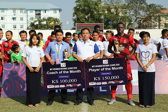 Hantharwady United head coach U Myo Min Tun seen with 'Coach of the Month' award and Donald Bissa seen with 'Player of the Month' award.  Photo: MNA