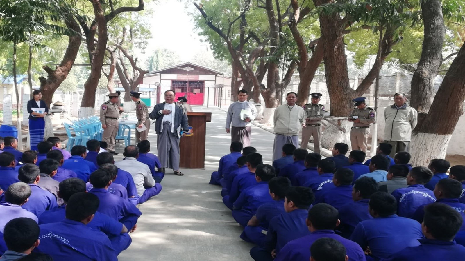 Myanmar National Human Rights Commission members inspect the prisons in Mandalay Region yesterday.  Photo: MNA