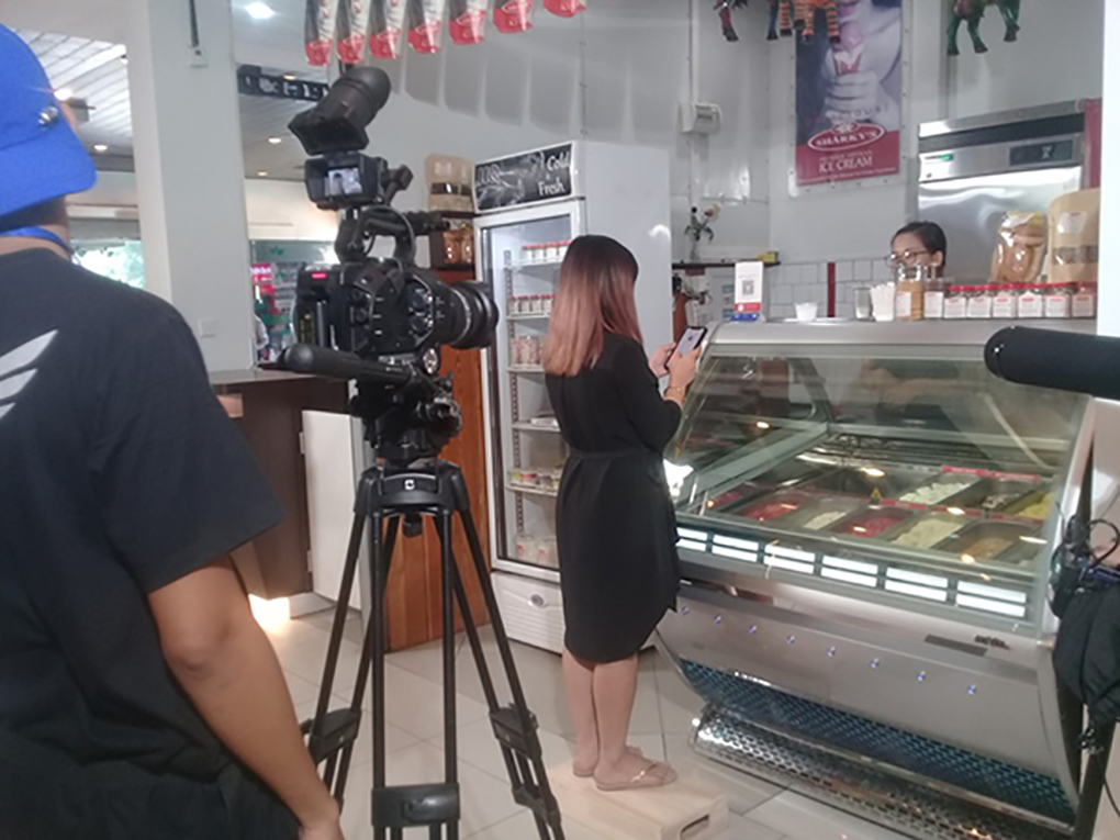 The film crew shooting a scene at a food shop. photo:  Tin San (FDC)