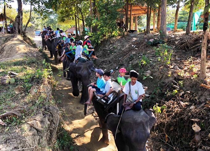 File: children and their families on elephant trek near Nyaung-U Township.  Photo: Ko Htein (Ngathayouk)