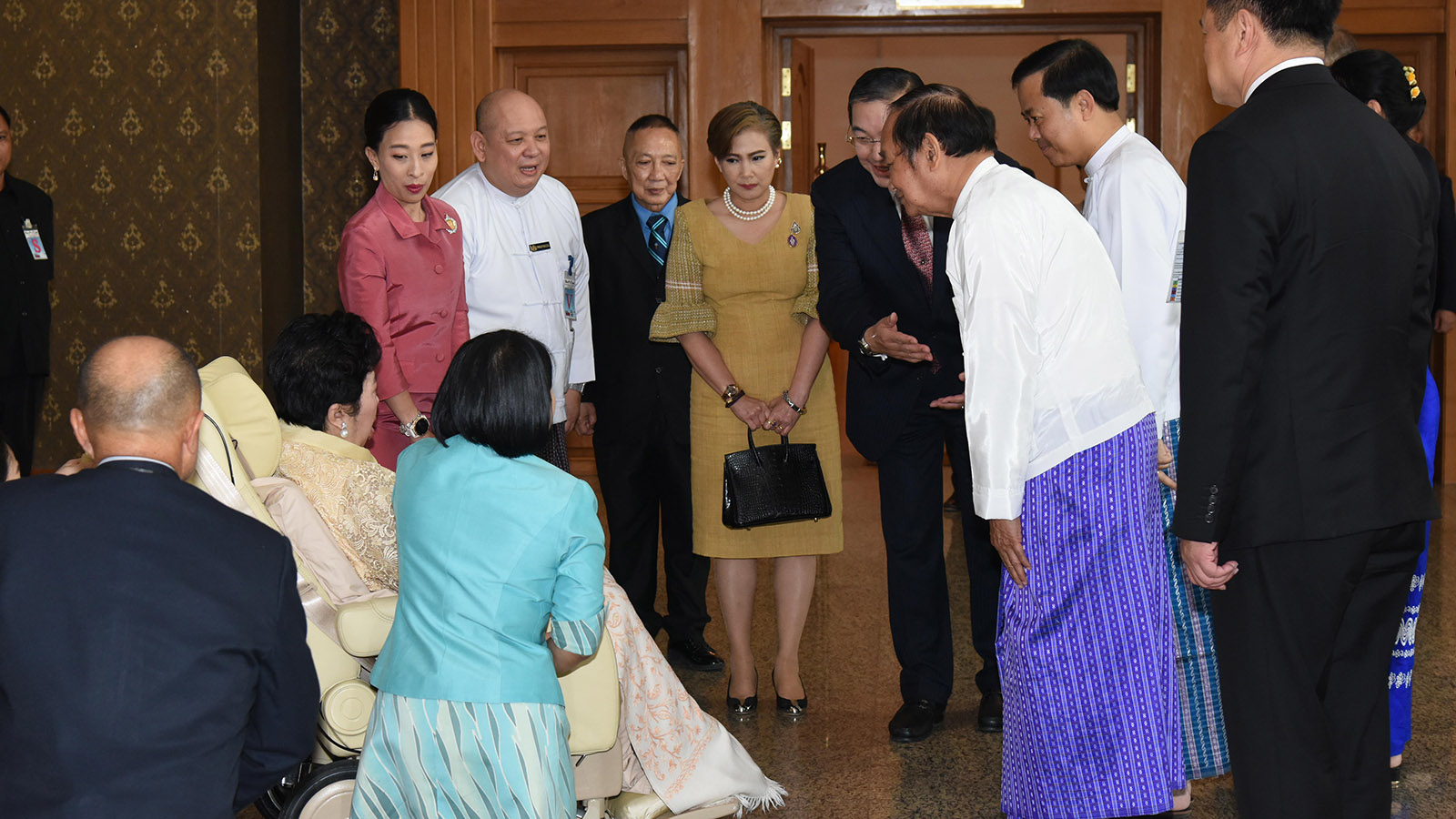 Royal Princess Soamsawali Krom Muen Suddhanarinatha being welcomed by Union Minister Dr Myint Htwe and officials in Nay Pyi Taw yesterday.Photo: MNA
