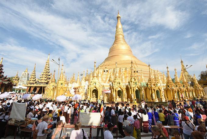 People hold the 2608th anniversary of Shwedagon Pagoda's Buddha Pujaniya Festival.Photo: Ko Ko Zaw