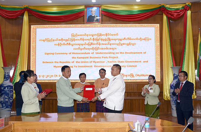 The signing ceremony of  a Memorandum of Understanding for developing the Kampaiti Business Park Project being held in Myitkyina yesterday.  Photo: (state IPRD)