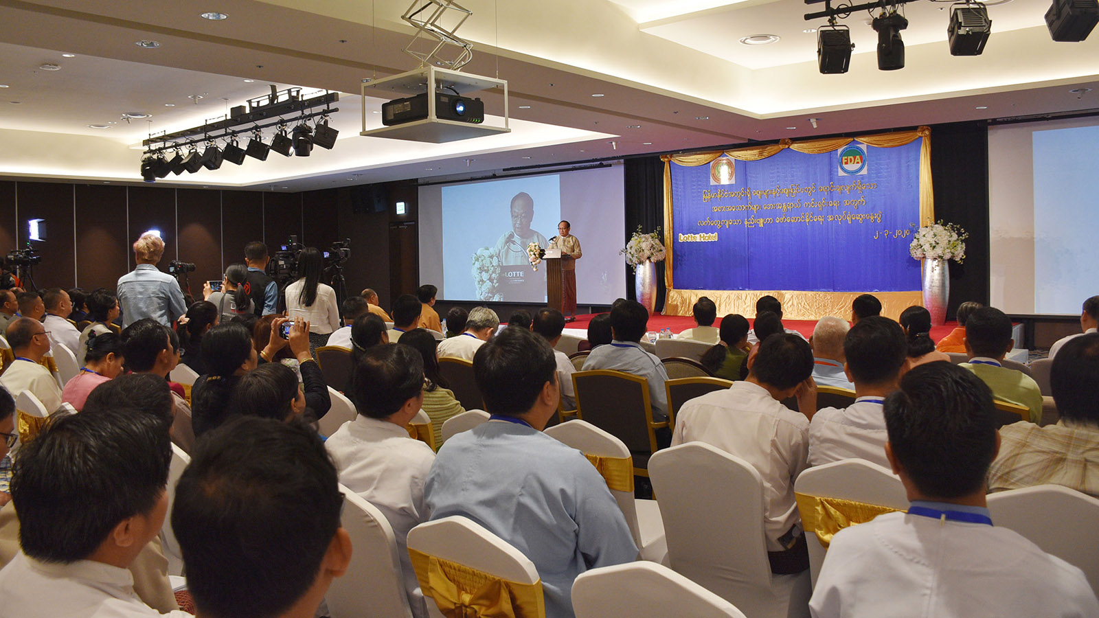 Union Minister Dr Myint Htwe delivers the speech at the workshop on developing effective strategies for safety of food sold inside and outside the markets. Photo: MNA