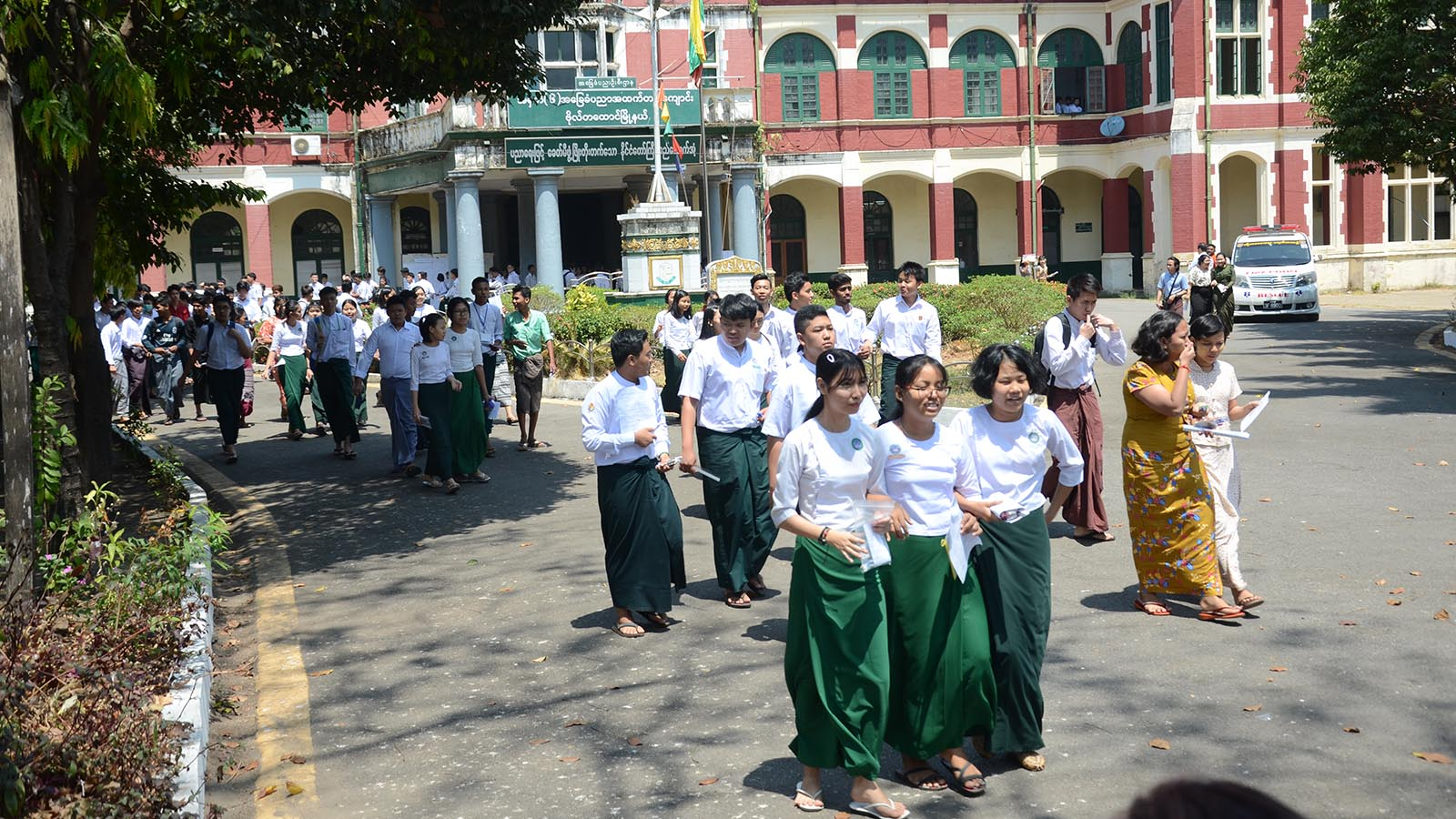 School children are seen in Yangon after the first day of the Matriculation Exam yesterday.Photo: Phoe Khwar