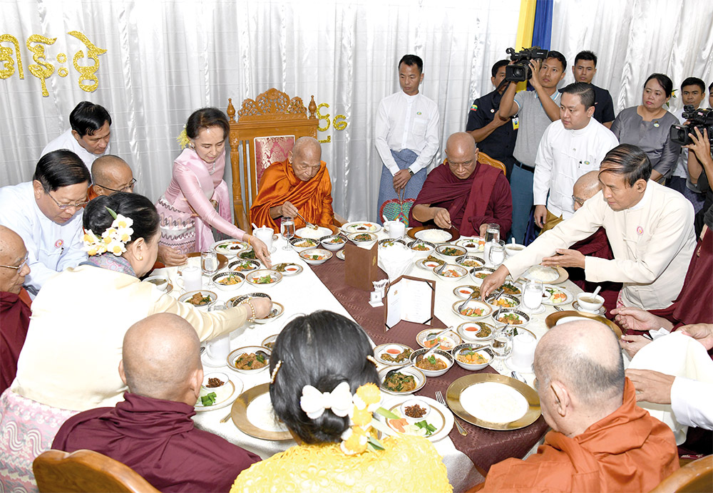President U Win Myint, First Lady Daw Cho Cho and State Counsellor Daw Aung San Suu Kyi offering the revered prenoon meals to the Venerable Sayadaws.Photo:MNA