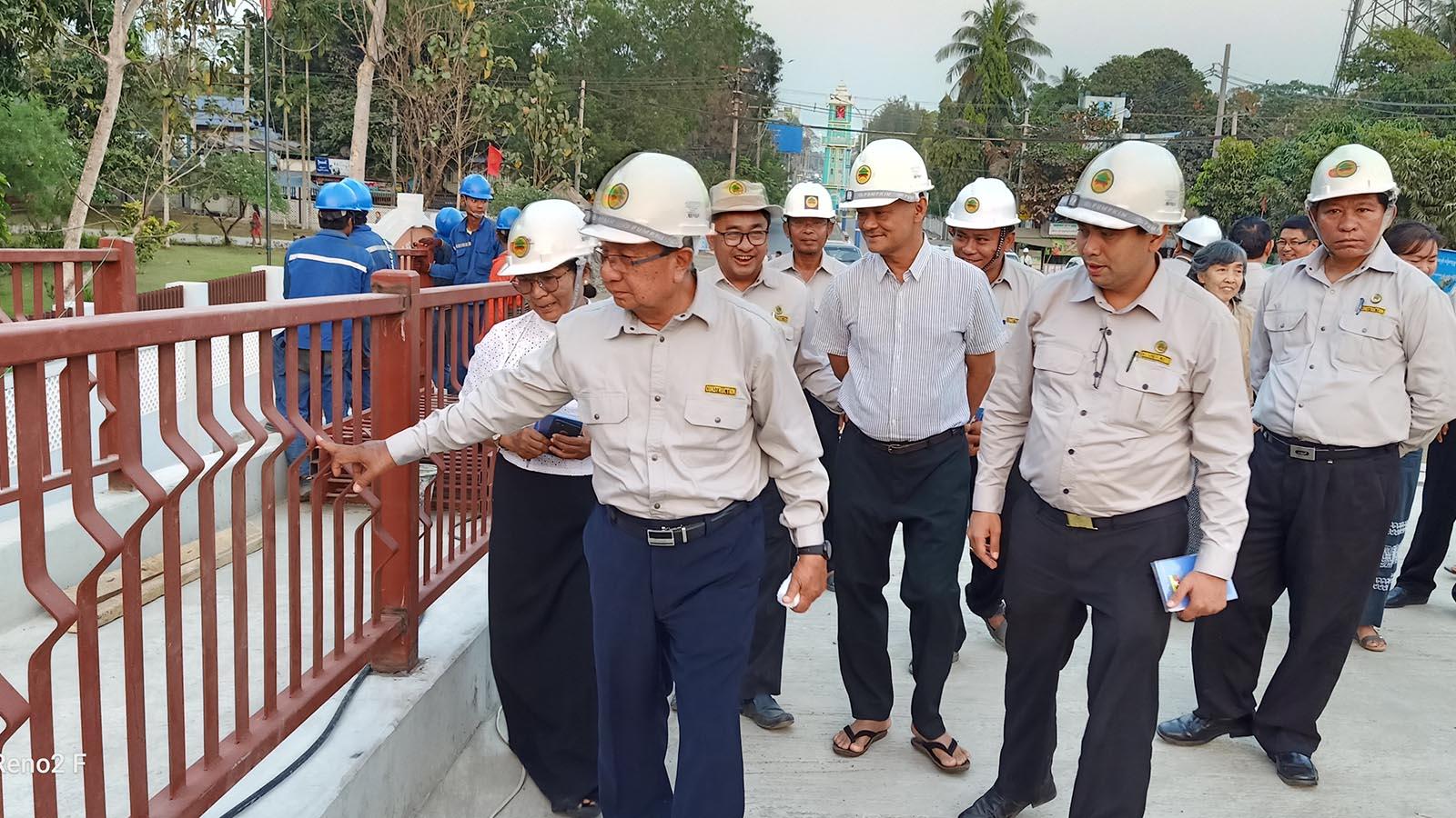 Union Minister U Han Zaw inspects the Pathein Bridge (2) construction project on 29 February. Photo: MNA