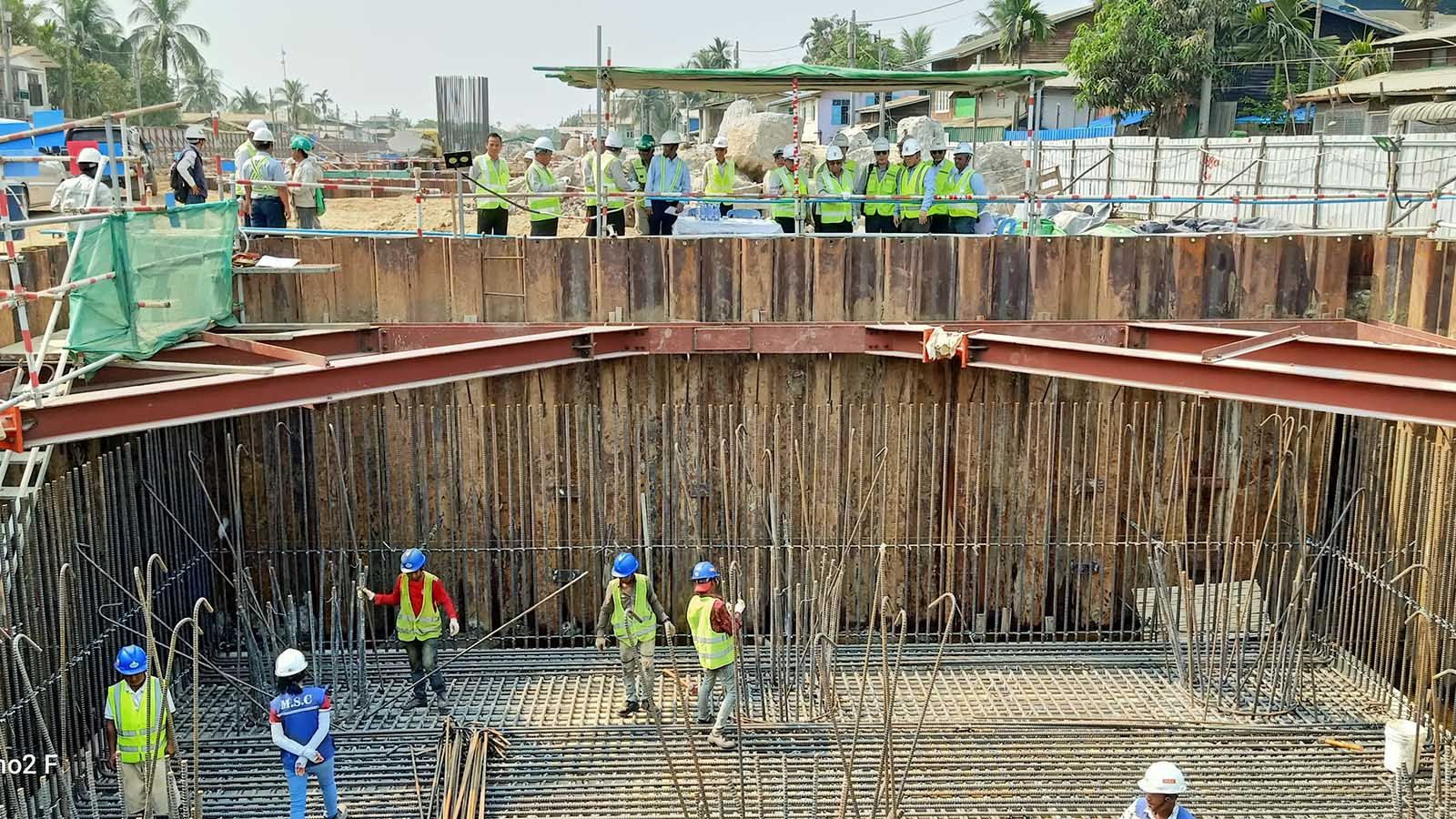 Union Minister U Han Zaw and party inspecting the construction project of Korea-Myanmar Friendship Bridge (Dala) in Yangon yesterday.Photo: MNA
