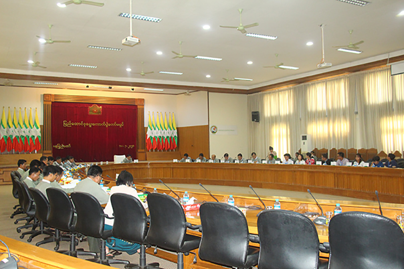 Union Election Commission Chairman U Hla Thein receives the delegates from Electoral Reform Coordination Body-ERCB's member eight civil society organizations  in Nay Pyi Taw yesterday.Photo mna