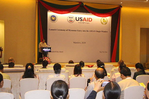Union Minister U Soe Win delivers the speech at the Launch Ceremony of Myanmar Entry into the ASEAN Single Window in Nay Pyi Taw yesterday.Photo:MNA