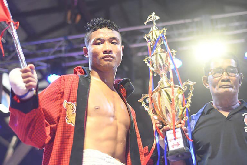Myanmar lethwei star Shwe Yarman seen with his trophy after beating Brazilian fighter Fabio in yesterday's Lamine lethwei fight.  Photo: MLC