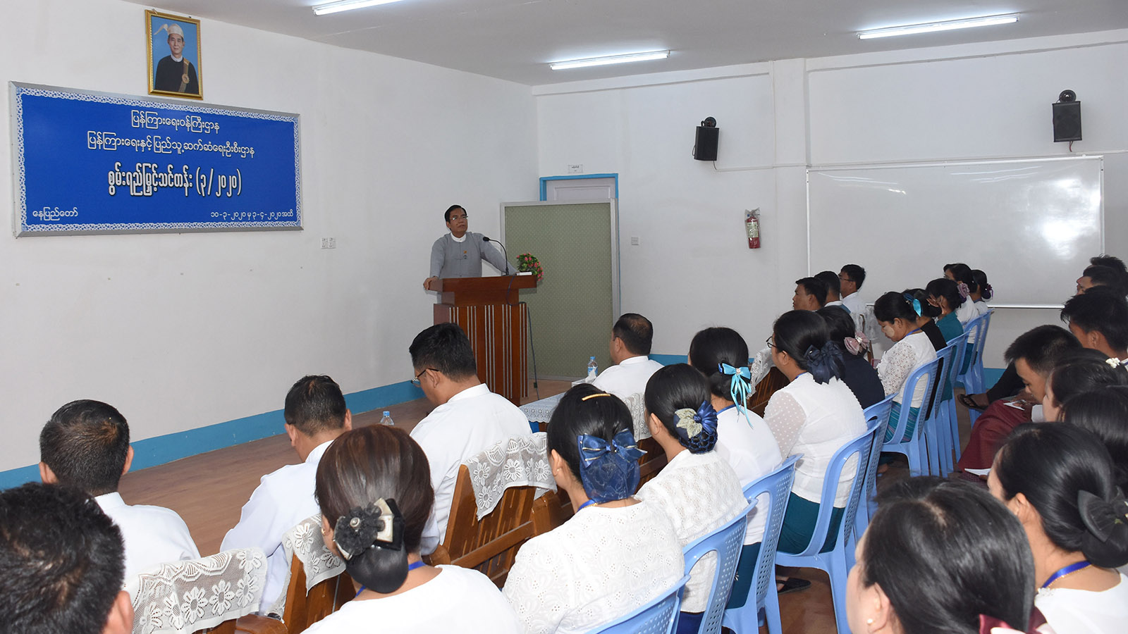 Deputy Minister for Information U Aung Hla Tun delivers the speech at the ceremony to open capacity-building course  of IPRD in Nay Pyi Taw yesterday.Photo: MNA