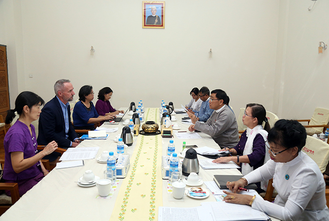 Union Minister Dr Win Myat Aye holds talk with Mr Robert Jenkins, Education Associate Director of UNICEF headquarters in Nay Pyi Taw yesterday.Photo:MNA
