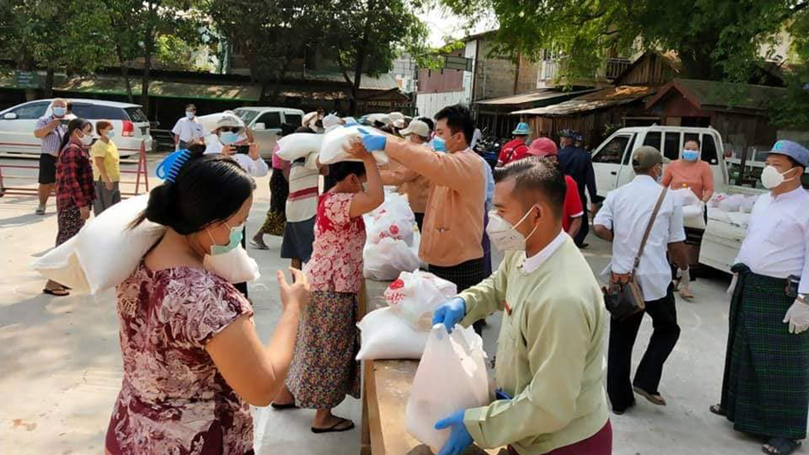 Authorities in Myawady distribute basic food supplies to local people. Photo: Htein Lin Aung