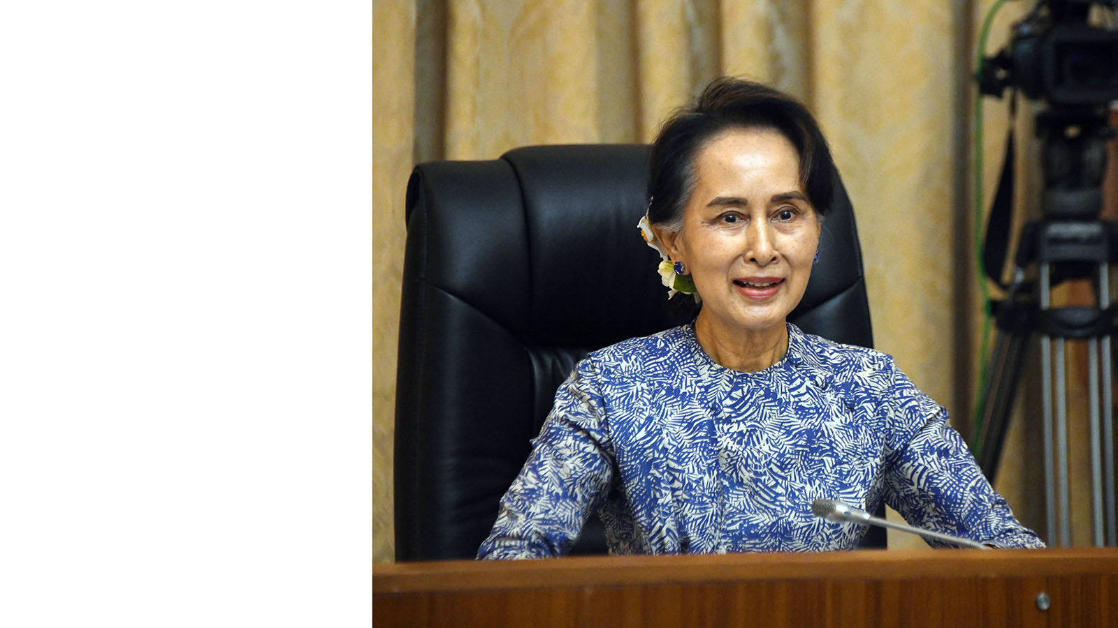 State Counsellor Daw Aung San Suu Kyi holds the video conference with COVID-19 frontline healh care workers from Kayin State.Photo: MNA
