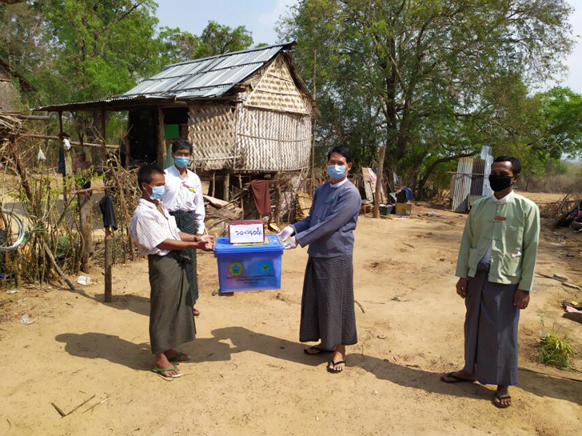 Officials offering the neccessary utensils to local people as winds landed in Sagaing and Magway regions this week.Photo: mna