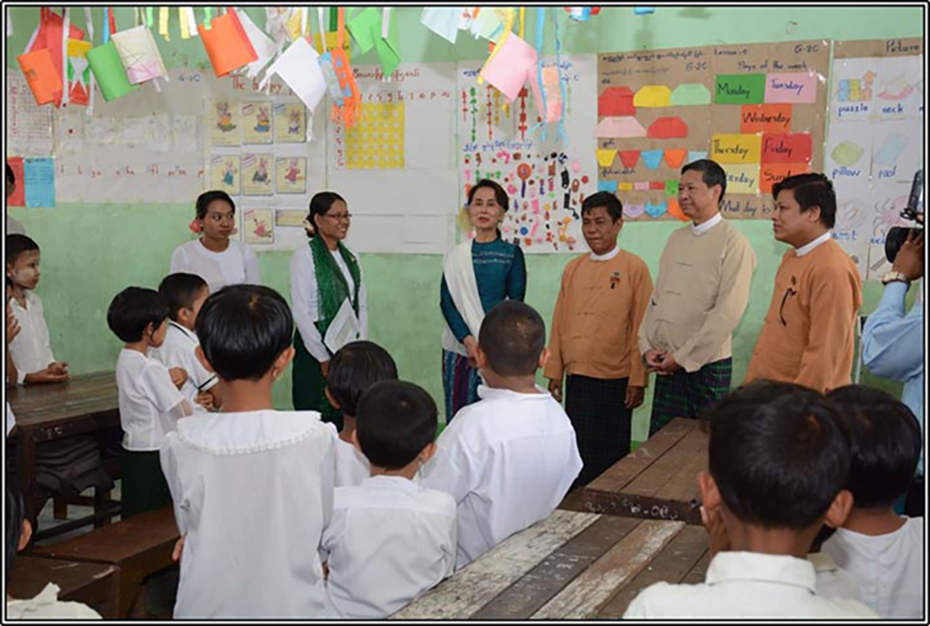 State Counsellor Daw Aung San SuuKyi engages with the students at Basic Education Post Primary School in KalarKone Village-tract, Hmawby and B.E.M.S (5), a B.E.H.S branch in Hlinethaya, Yangon Region, on 25 January 2019.Photo: MNA