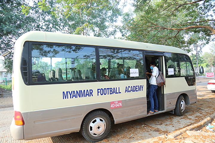 People going home after their quarantined period at Myanmar National Football Academy (Yangon) yesterday. Photo: MFF