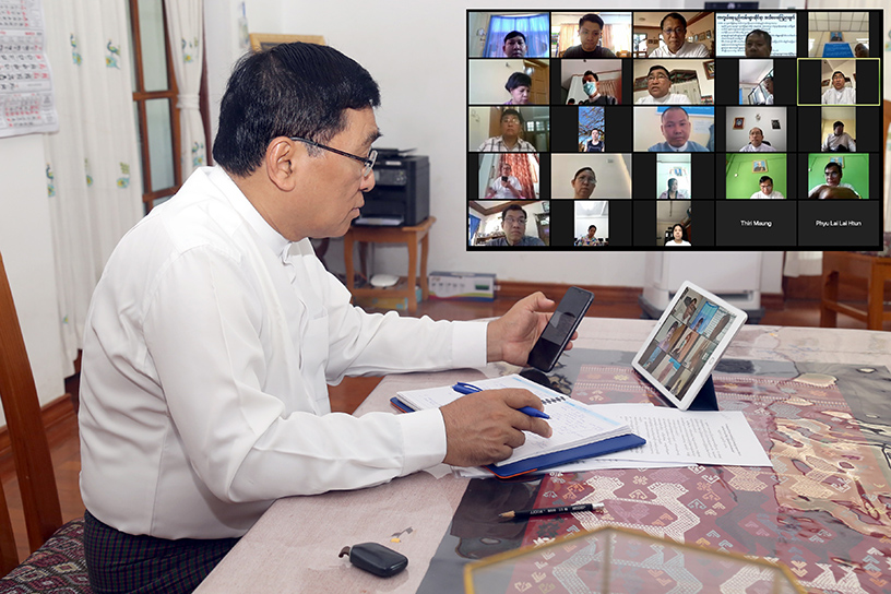 Union Minister Dr Win Myat Aye discusses on video conference with Rakhine State Chief Minister U Nyi Pu, Deputy Minister U Soe Aung and officials from local government and the ministry.  Photo: mna