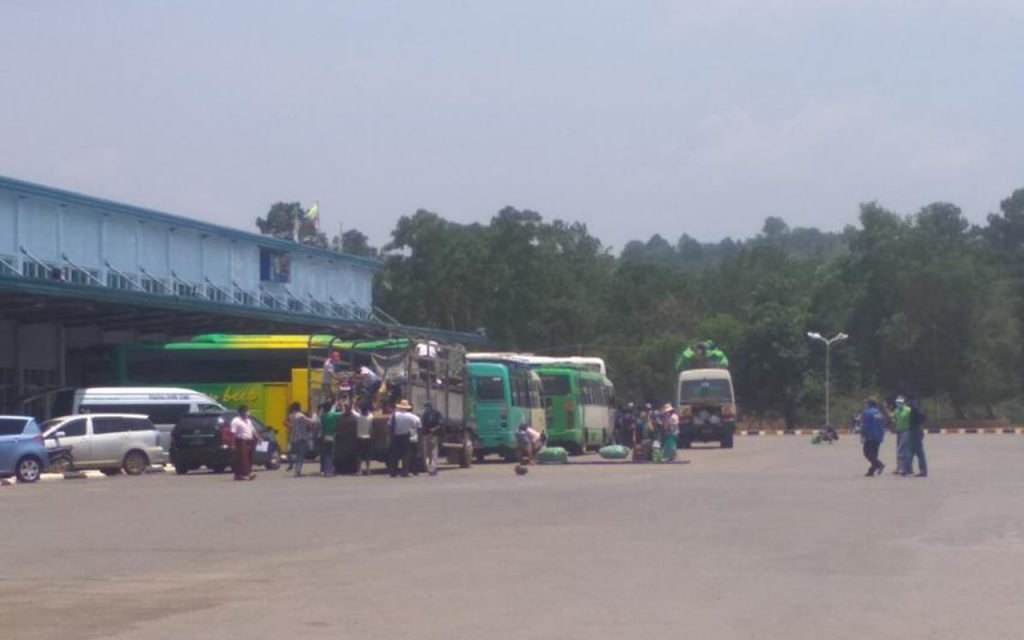 Returnees are seen at the Taunggyi Business Center (TBC) Highway Bus Station in Taunggyi before they are transported back to thier native places on 24 May.  Photo: Lin Lin (Tgi)