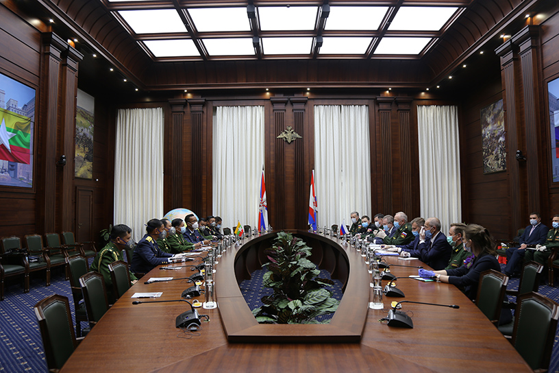 Senior General Min Aung Hlaing holds discussions with Deputy Minister of Defence Colonel General Alexander V. Fomin in Moscow on 23 June afternoon.PHOTO: MNA