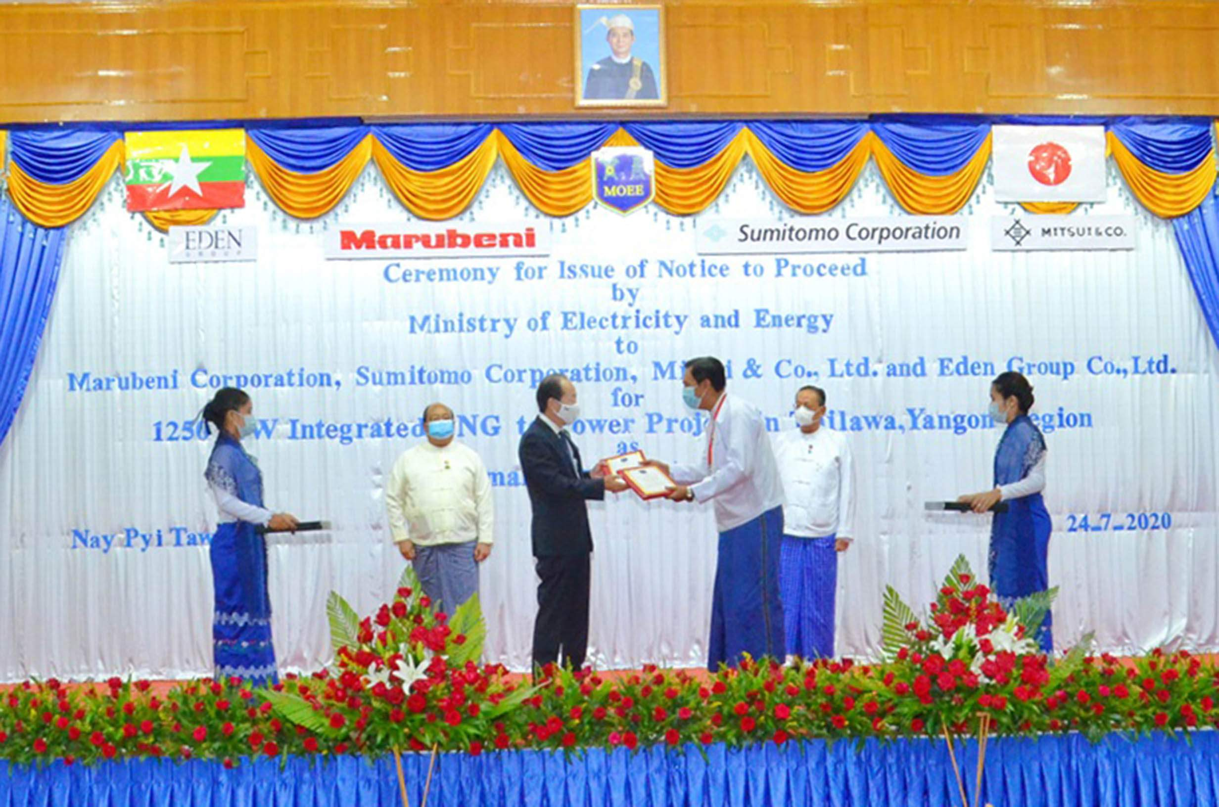 Japanese Ambassador Mr Ichiro Maruyamar (centre left) and MoEE's Deputy Minister Dr Tun Naing (centre right) exchange documents on electricity supply project from LNG during a ceremony in Nay Pyi Taw on 24 July 2020.Photo: MNA