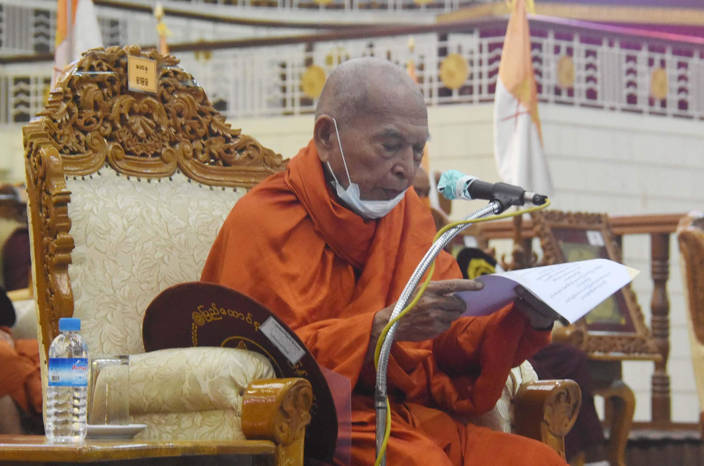 Abhidhaja Maharatthaguru Abhidhaja Aggamaha Saddhammajotika Bhamo Sayadaw Bhaddanta Kumara  delivers Ovadakahta(words of advice).Photo: MNA