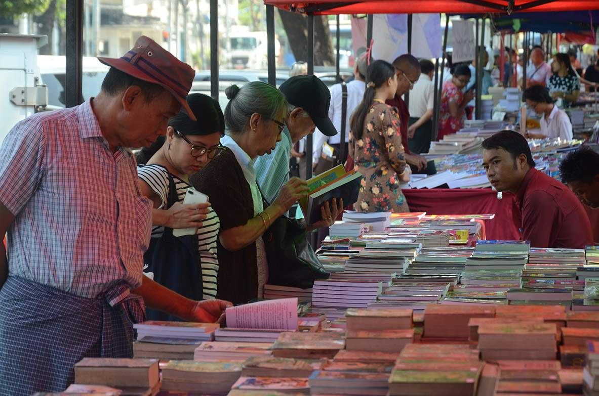 Book sellers on the streets of Yangon offer a wealth of reading pleasure and knowledge through the ages.File Photo/GNLM