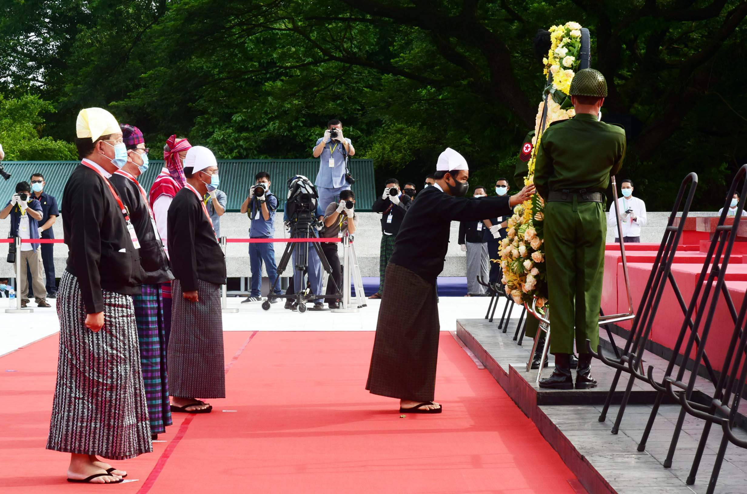 President U Win Myint pays tribute to Bogyoke Aung San and martyrs at the Martyrs' Mausoleum in Yangon yesterday. PHOTO: MNA