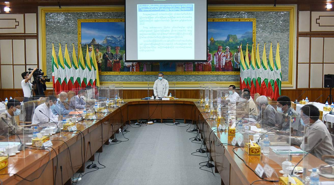 Union Minister U Kyaw Tint Swe (centre) speaks during the meeting of Central Committee on Organizing the 4th session of the Union Peace Conference  at the Ministry of the State Counsellor Office in Nay Pyi Taw on 14 July 2020.Photo: MNA