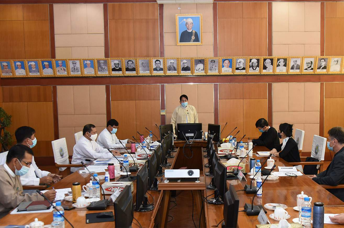 Union Information Minister Dr Pe Myint discusses with media partner organizations for the holding of 8th Myanmar Media Development Conference.PHOTO: MNA