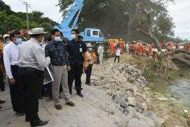 Vice President U Henry Van Thio inspects renovation of embankment and strand road in Amarapura