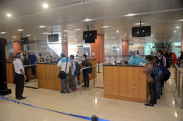 Myanmar nationals returned from Taiwan (China-Taipei) queue for immigration process at the Yangon Internaitonal Airport on 9 July 2020.Photo : mna