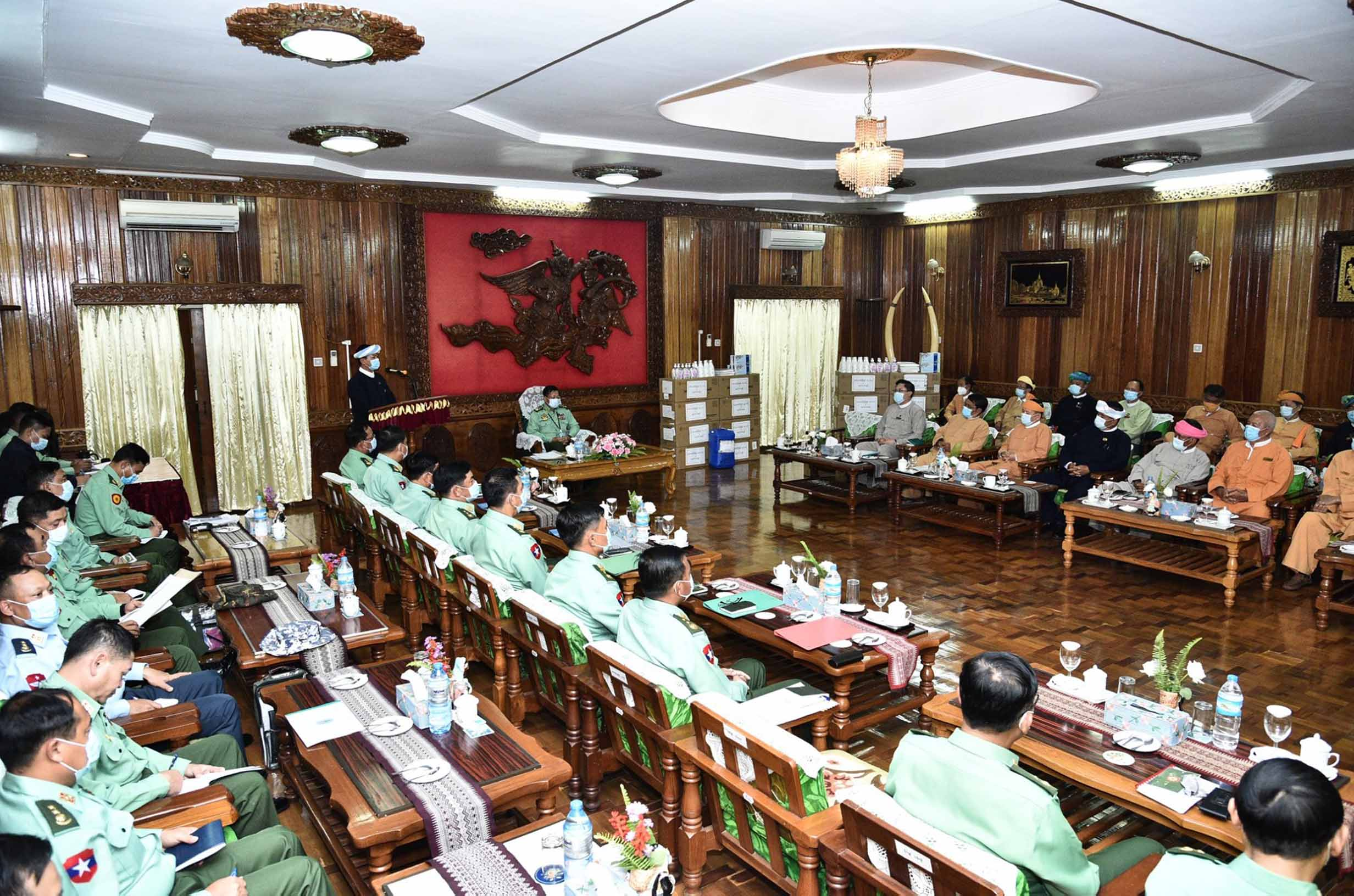 Senior General Min Aung Hlaing holds discussions with ethnic representatives at the donation ceremony of COVID-19 medical supplies and food items in Taunggyi on 14 July. PHOTO: Office of Commander in Chief of Defence Services