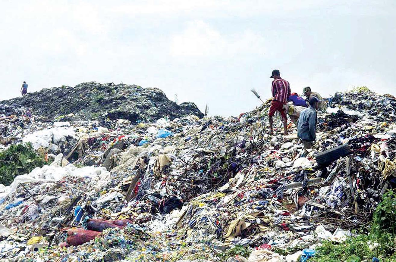 The photo shows Hteinbin landfill to generate natural gas soon.