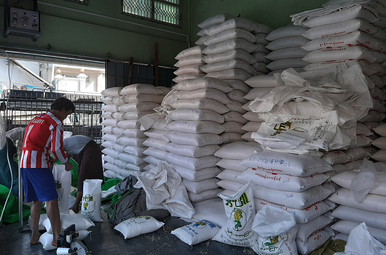 Workers bag rice at a warehouse on 3 February 2020.  Photo: Tin Zar Hlaing