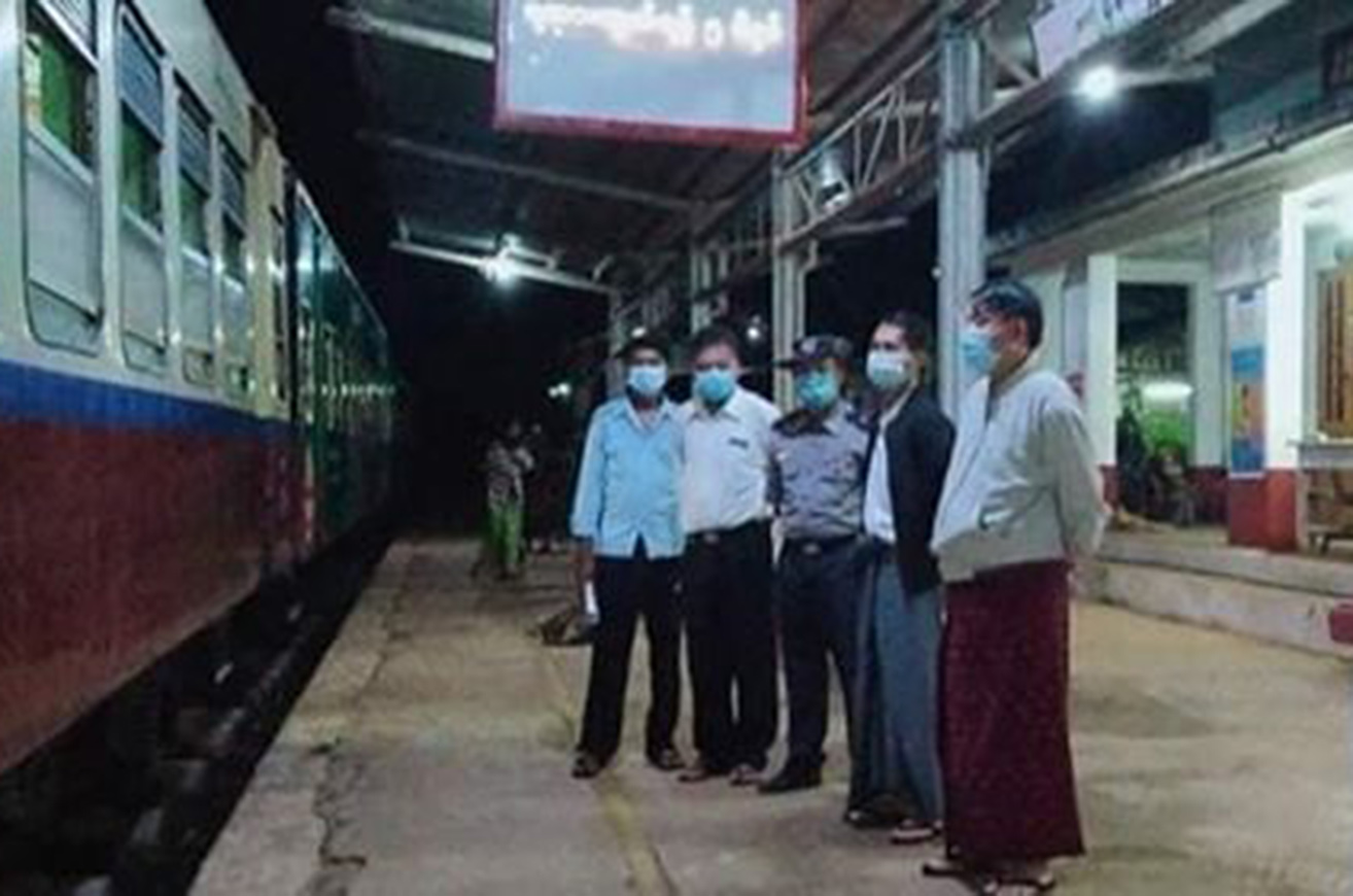 Myanmar returnees from China are making way back home via Lashio by trains.PHOTO: MNA