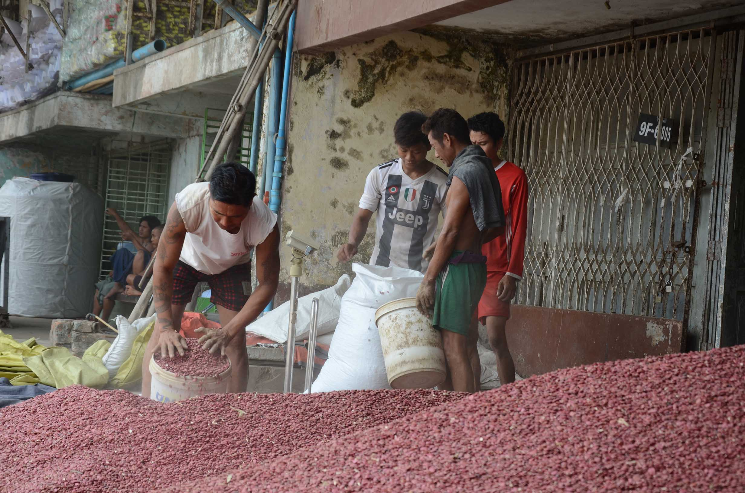 India narrowed down import deadline of beans and pulses, affecting Myanmar market.PHOTO: phoe khwar