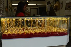 Domestic gold price holds above K1.3 mln tracking global cues