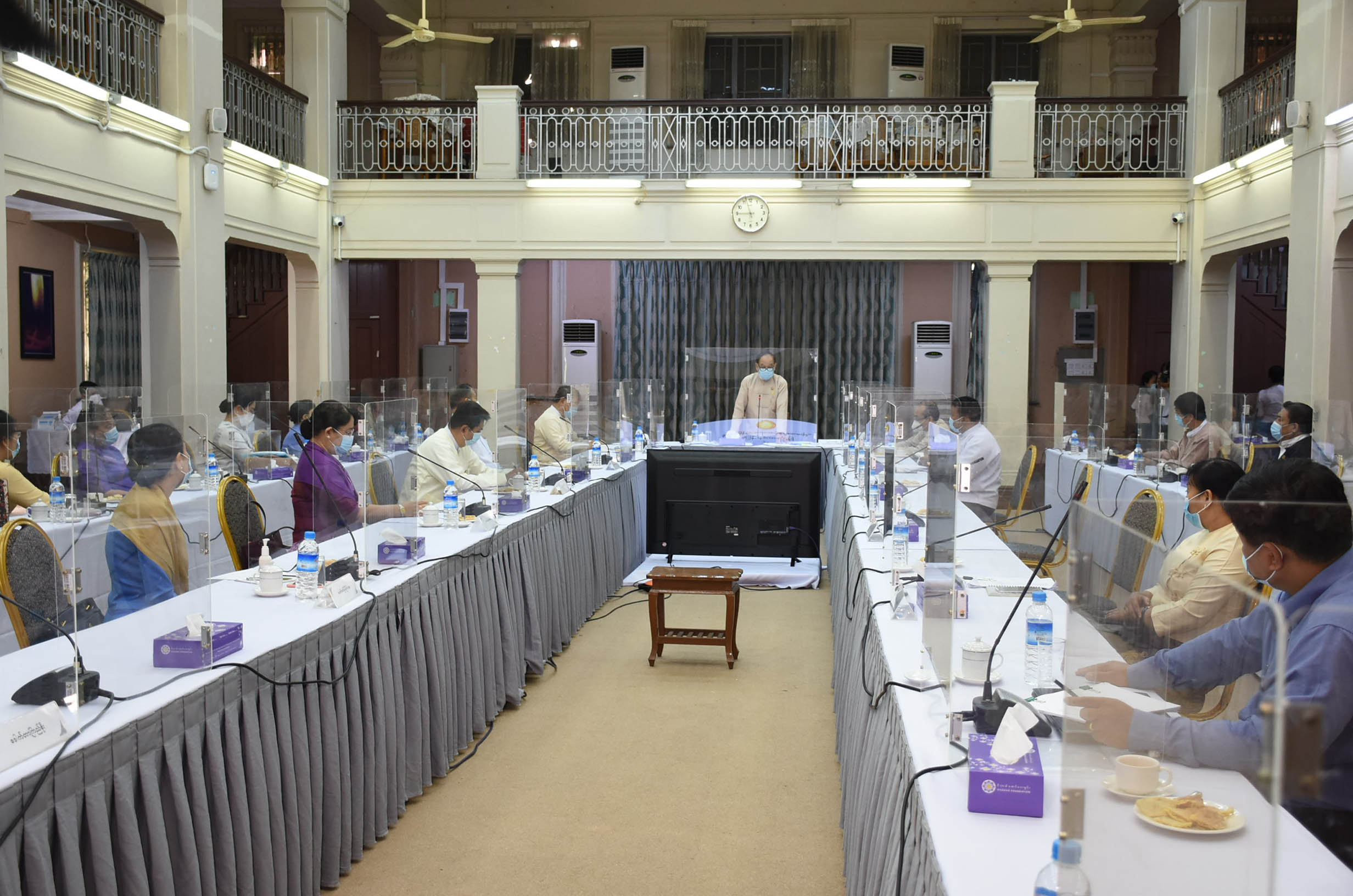 Union Minister Dr Myint Htwe discusses strategic plans on betterment of medicine and medical subjects on 8 August.Photo: MNA