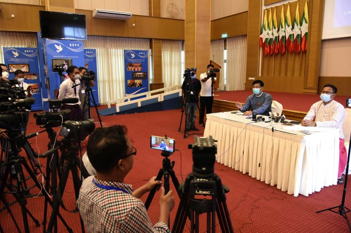 Director-General U Zaw Htay and NCA-S EAOs Representative Nai Aung Ma Ngay jointly hold a press conference after two-day negotiation meeting on 2 August. Photo: Ko Htein