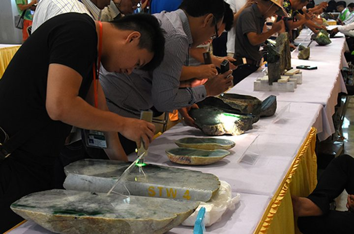 Merchants evaluate the quality of jade stones at the 55th Myanmar Gems Emporium in Nay Pyi Taw. Photo: supplied